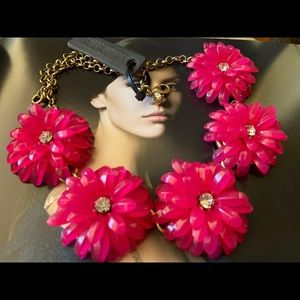 ❤️NWT JCREW Dark Pink acrylic Floral Necklace